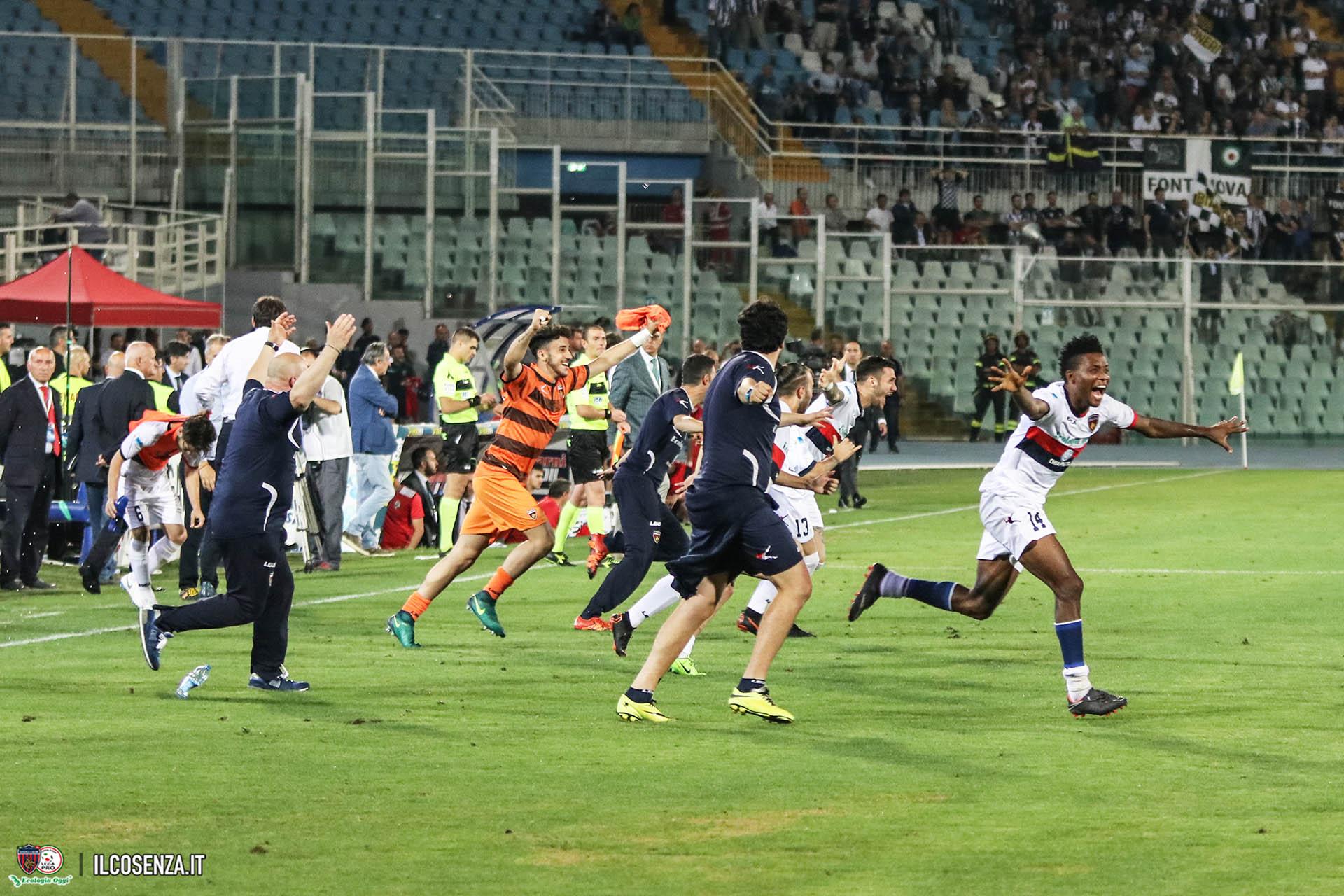 Il momento del fischio finale nella finale playoff Robur Siena-Cosenza 16-06-18 Ph IlCosenza.it